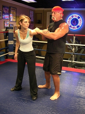 Maria Menounos wrestles with Hulk Hogan