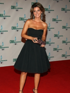 A gorgeous Shania Twain rocks a knee-skimming dress at the CMAs 