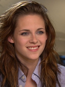 Kristen Stewart of &#8216;Twilight&#8217; talks to Access