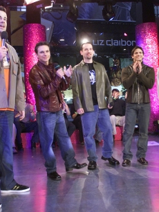 Carson Daly interviews 98 Degrees featuring Drew and Nick Lachey on &#8216;TRL,&#8217; Nov. &#8216;00 
