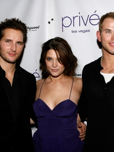 &#8216;Twilight&#8217; stars Peter Facinelli, Ashley Greene and Kellan Lutz arrive at Prie Las Vegas