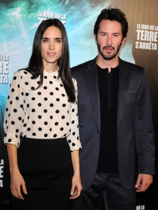 Jennifer Connelly and Keanu Reeves arrive to the premiere of 'The Day The Earth Stood Still' in Paris