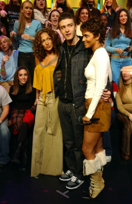 Hottt! J. Lo, Justin Timberlake and Halle Berry huddle together on 'TRL,' Nov. 5, 2002