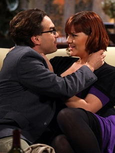 Johnny Galecki and Sara Rue as Leonard and Stephanie on &#8220;The Big Bang Theory&#8221;