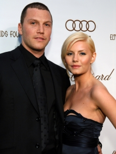 NHL star Sean Avery and Elisha Cuthbert in 2006