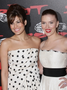 Eva Mendes and Scarlett Johansson attend 'The Spirit' premiere in Paris, December 2008