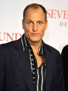Woody Harrelson looks pleased to be at the &#8216;Seven Pounds&#8217; premiere in LA