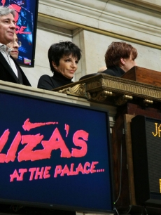Liza Minnelli rings the closing bell at the New York Stock Exchange on Jan. 2, 2009