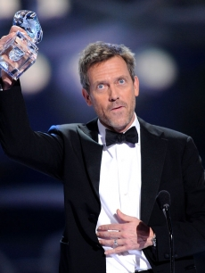 'House' star Hugh Laurie accepts the People's Choice Award for Favorite Male TV Star