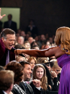 Robin Williams jokes around with People's Choice Awards host Queen Latifah