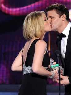Christina Applegate gets a kiss from David Boreanaz at the People's Choice Awards