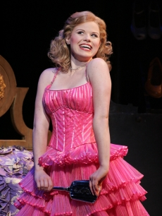 Megan Hilty performs &#8216;Popular&#8217; as Glinda in &#8216;Wicked&#8217;