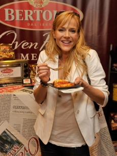'Dexter' star Julie Benz samples a Bertolli Oven Bake Meal at Access' Stuff You Must lounge