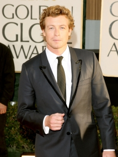 'Mentalist' star Simon Baker in a piped jacket on the Globes red carpet