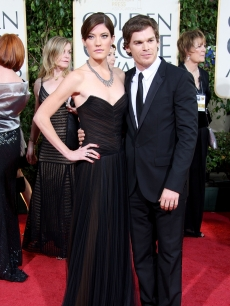 Newlywed 'Dexter' couple Michael C. Hall and Jennifer Carpenter hit the Globes red carpet