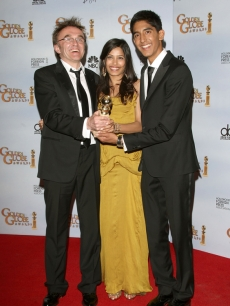 'Slumdog Millionaire' director Danny Boyle shows off the Golden Globe for Best Director, along with stars Dev Patel and Freida Pinto