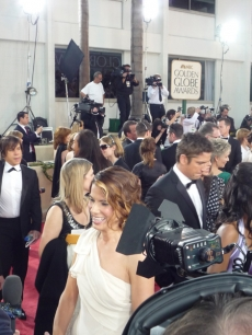 The cameras capture Sandra Bullock chatting with Access prior to the Golden Globes
