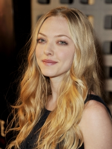 Amanda Seyfried arrives at the 'Big Love' Season 3 premiere in LA