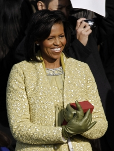 Michelle Obama holds the Lincoln bible and looks at daughter Sasha as they arrive at the inauguration of Barack Obama as the 44th President of the United States of America on the West Front of the Capitol