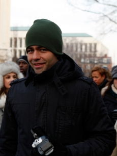 Adrian Grenier walks to the 56th Presidential Inauguration at the United States Capitol on January 20, 2009 in Washington, DC