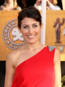&#8216;House&#8217; star Lisa Edelstein glams up in red for the 2009 SAG Awards