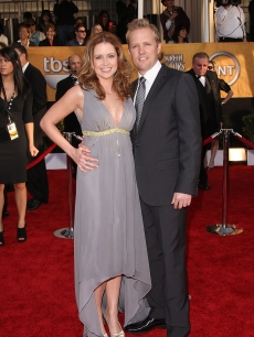Jenna Fischer and a mystery man on the SAG Awards red carpet