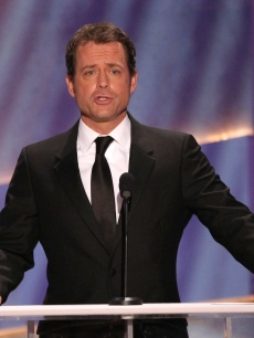 Greg Kinnear takes to the podium at the 2009 SAG Awards