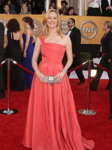 Laura Linney poses at the 2009 SAG Awards