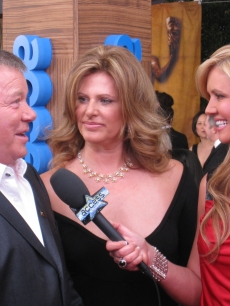 William Shatner charms Nancy on the SAG red carpet