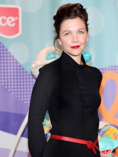 Maggie Gyllenhaal unveils the Fisher-Price Precious Planet collection at the Central Park Zoo Amphibian Room on January 27, 2009 in New York City
