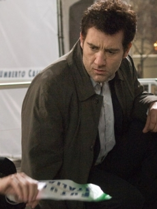 Clive Owen and Naomi Watts investigate in a scene from 'The International'