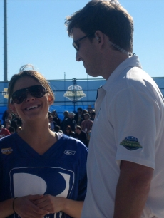 Maria has a laugh with Eli Manning