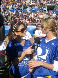 Maria and the lovely Stacy Keibler chat after the game