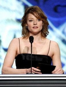 Jodie Foster presents the Feature Film Presentation Nomination award at the 2009 DGA Awards