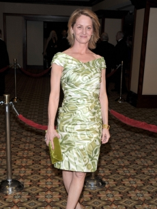 Oscar nominee Melissa Leo arrives to the 2009 DGA Awards