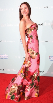 Scarlett Johansson attends the 'He's Just Not That Into You' film premiere