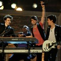 Jonas Brothers rock out with Stevie Wonder