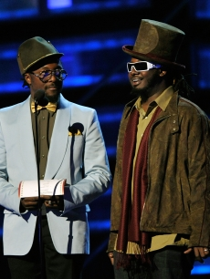 will.i.am and T-Pain each sport the hats while presenting an award