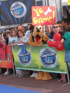 Pluto shows his love for Randy Jackson outside the 'American Idol' Experience