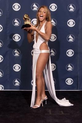 Toni Braxton at the 2001 Grammys