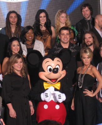 Kelly Clarkson and Carrie Underwood make a Mickey Mouse sandwich outside of the &#8216;American Idol&#8217; Experience, Orlando