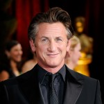 Sean Penn in all black on the 2009 Oscars red carpet