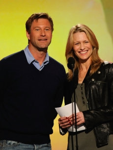 Aaron Eckhart and Robin Wright Penn take the stage at the 24th Annual Film Independent's Spirit Awards