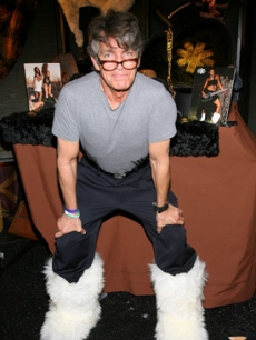 Eric Roberts got things kicking backstage with these warm fuzzy boots from Koolaburra