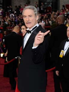 Kevin Kline finds his way on the 2009 Oscars red carpet