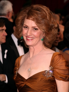 Best Actress nominee Melissa Leo sparkles on the 2009 Oscars red carpet 