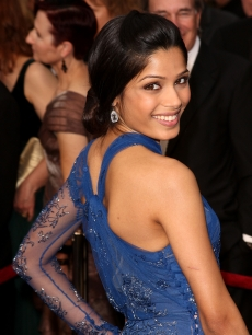 'Slumdog Millionaire' breakout star Freida Pinto shines on the 2009 Oscars red carpet