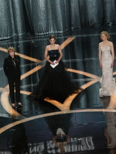 Sophia Loren, Shirley MacLaine, Marion Cotillard, Nicole Kidman and Halle Berry present the Oscar for Best Actress at the 2009 Academy Awards