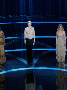 Eva Marie Saint, Whoopi Goldberg, Tilda Swinton, Goldie Hawn and Anjelica Huston present the award for Best Supporting Actress at the 2009 Oscars