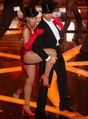 Hugh Jackman and Beyonce perform at the 2009 Oscars
